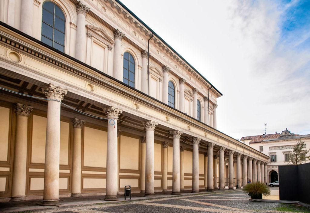Colonnato del duomo in piazza della Repubblica