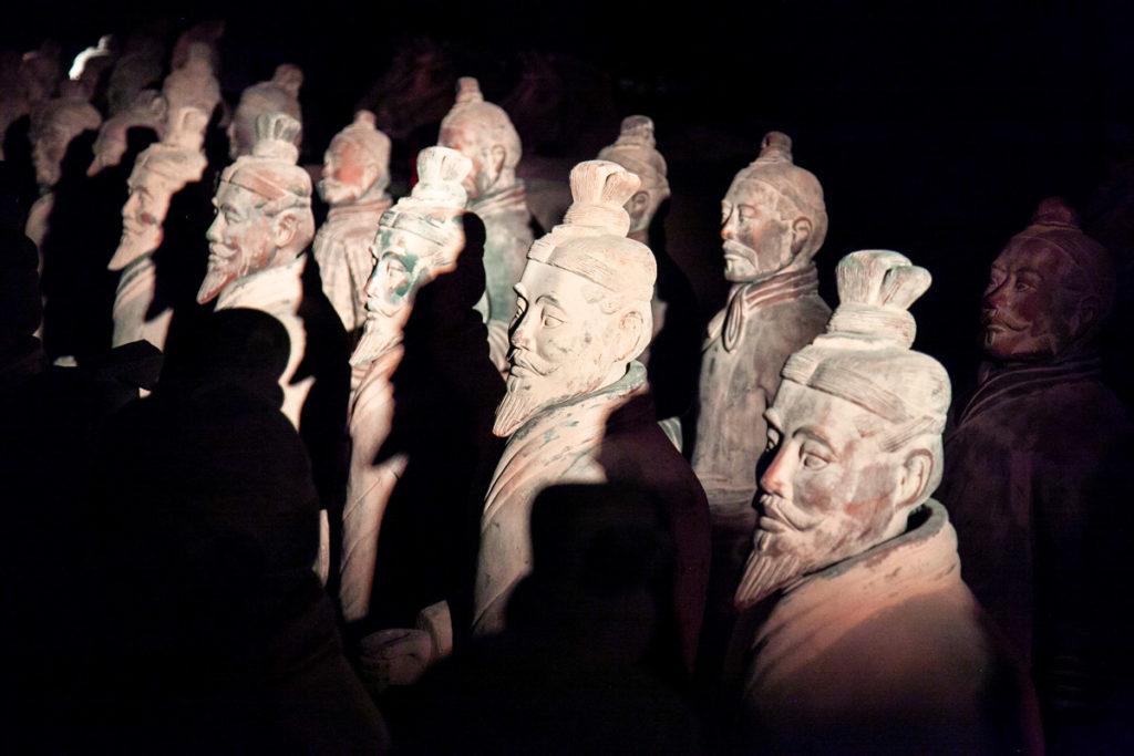 Copie dell'Esercito di Terracotta Emerse negli scavi delle necropoli cinesi