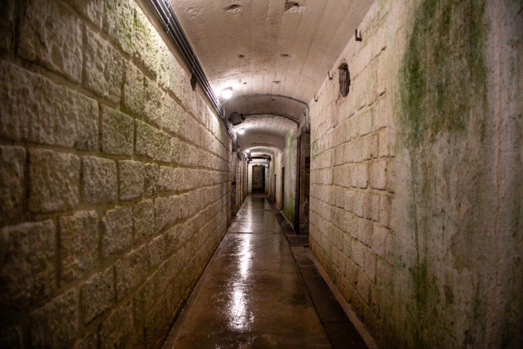 Corridoio del piano terra del Forte Belvedere Gschwent - Blocco casematte