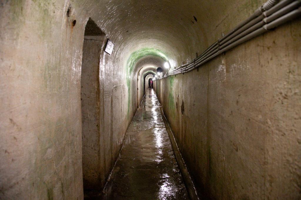 Corridoio umido verso i blocchi avanzati