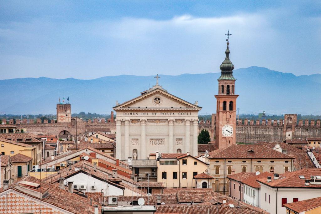 Duomo di Cittadella visto dal camminamento sulle mura
