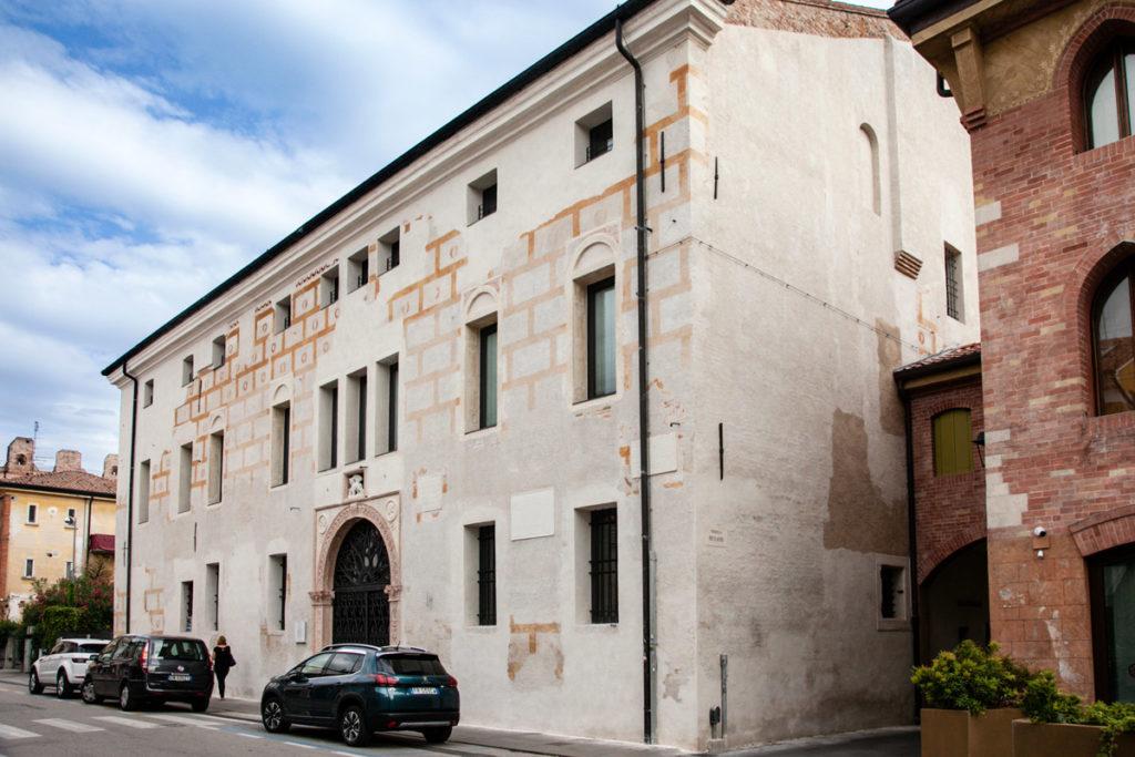 Facciata del Palazzo Pretorio di Cittadella e Portone in Marmo