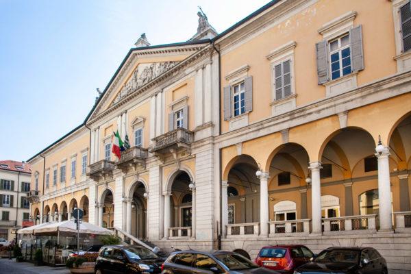 Facciata del Palazzo della Borsa di Novara