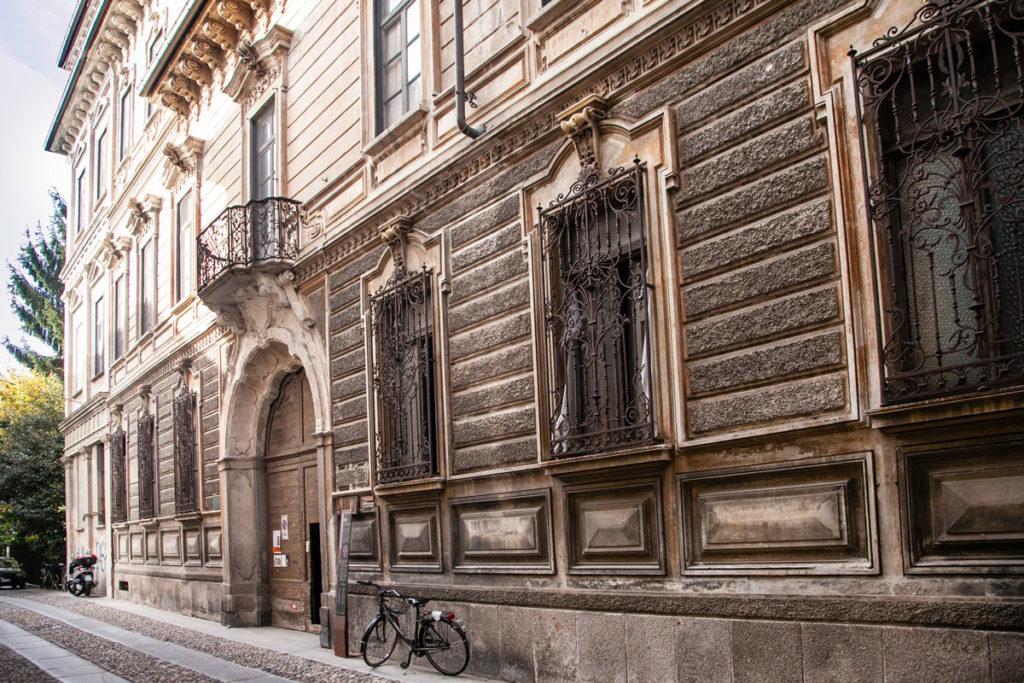 Facciata esterna di Casa Bossi a Novara