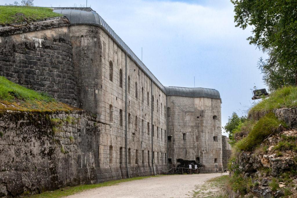Forte Belvedere Gschwent - Facciata del blocco Casematte