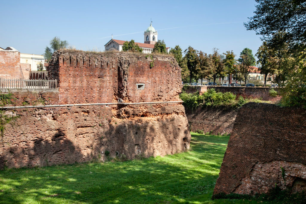 Fossato e Mura del Castello