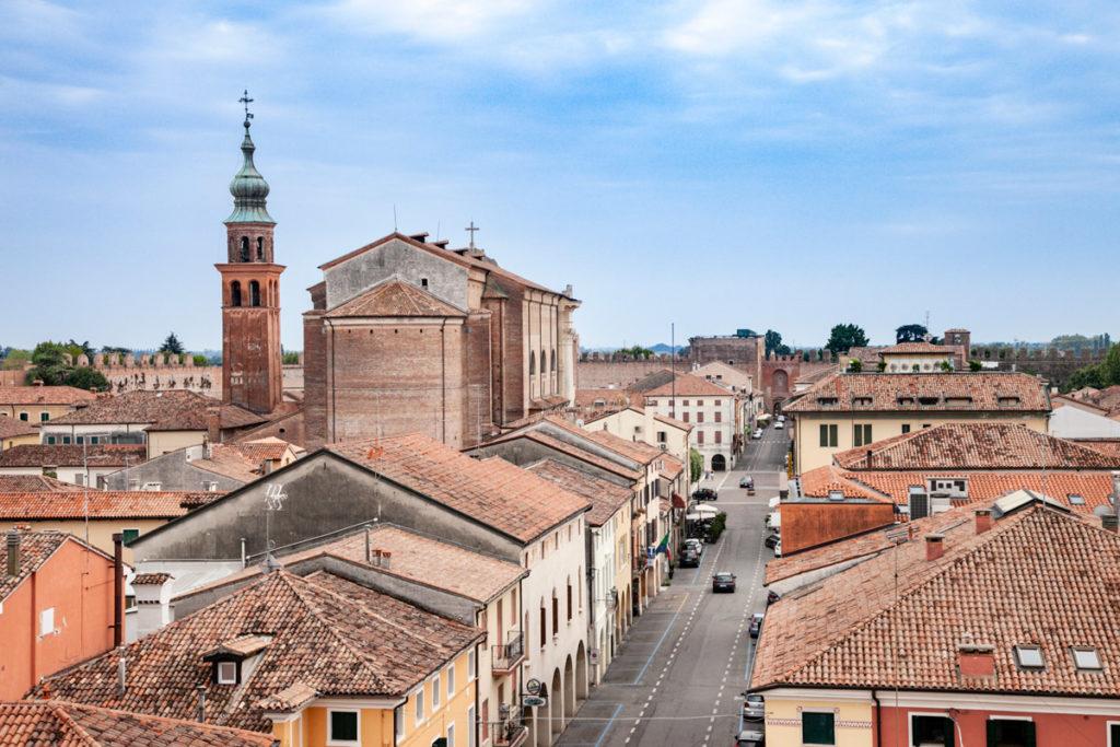 Il centro storico di Cittadella visto dal camminamento sulle mura