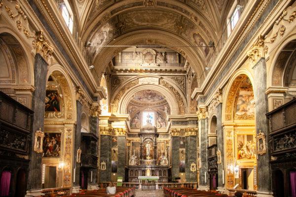 Interni della chiesa di San Matteo e San Marco - Decori in stile barocco