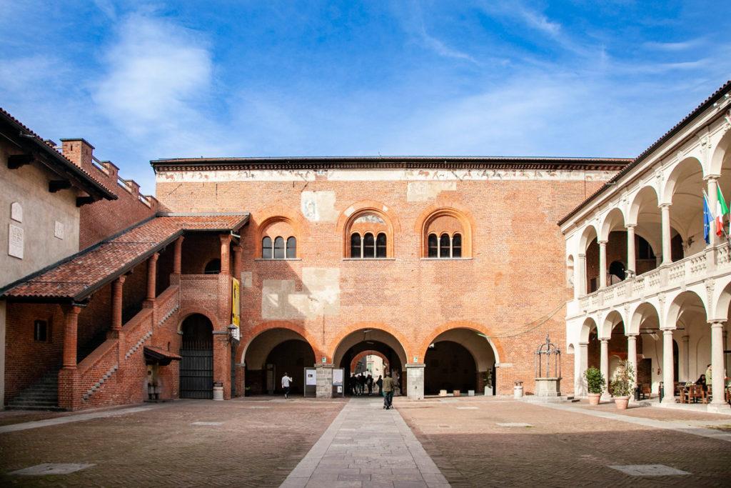 Palazzo del comune di Novara nel broletto