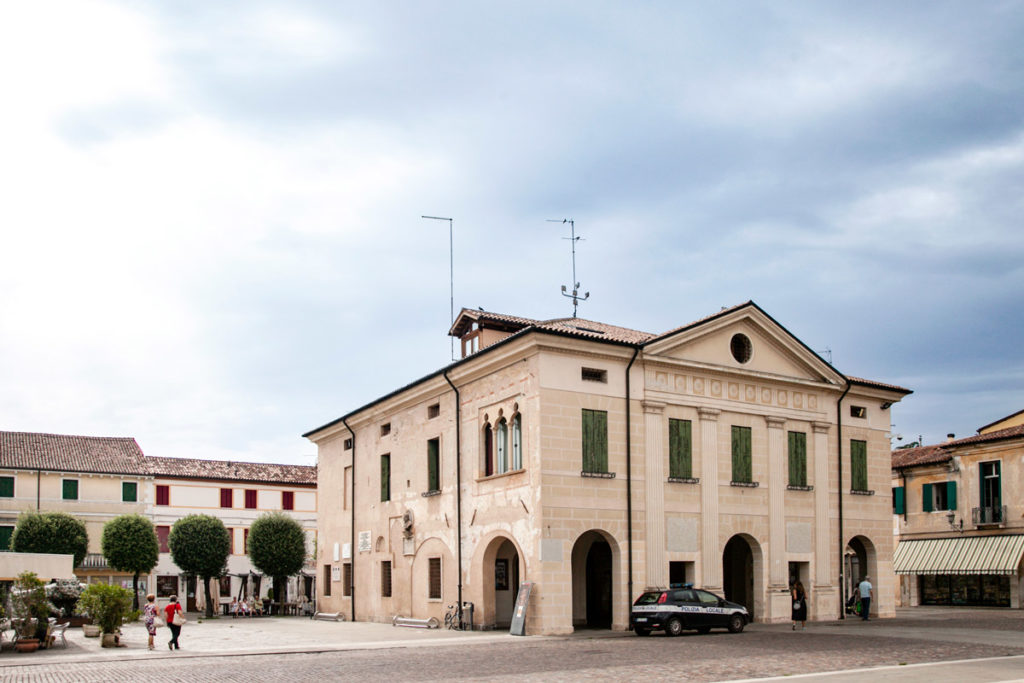 Palazzo della Loggia e piazza Scalco