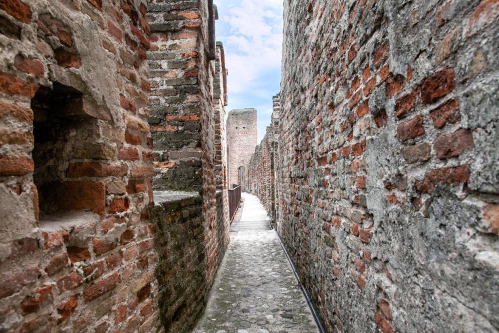 Passaggio tra i merletti delle mura di Cittadella