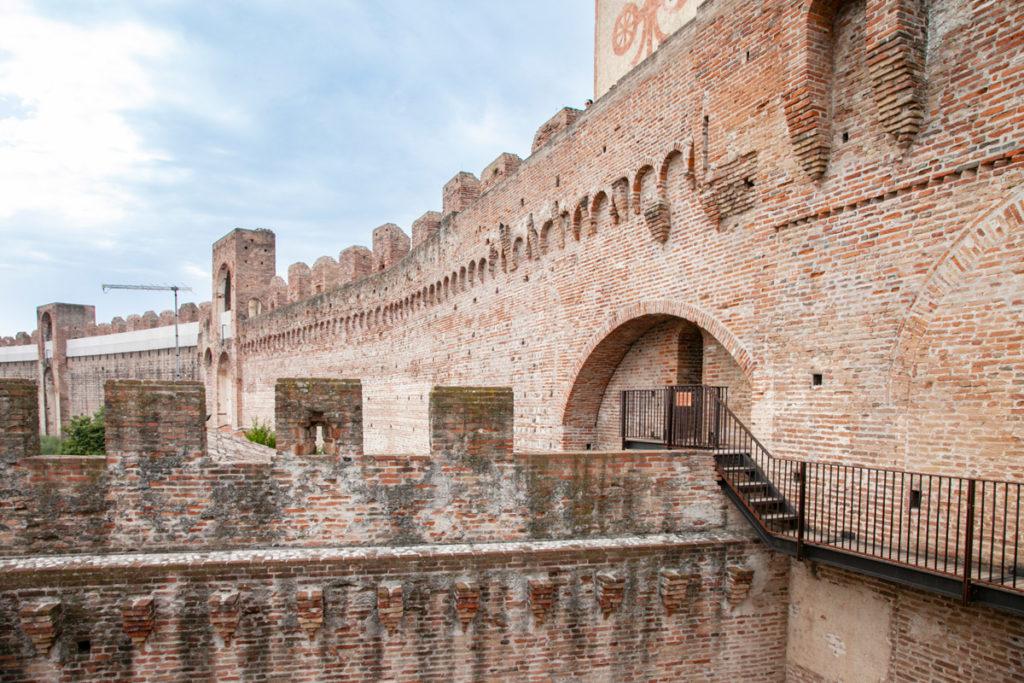 Porta Bassano e accesso al camminamento sulle mura medievali