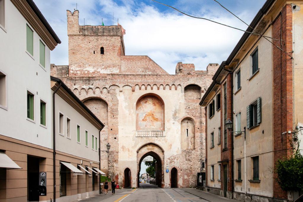 Porta Treviso e Affresco della Incoronazione e della Annunciazione