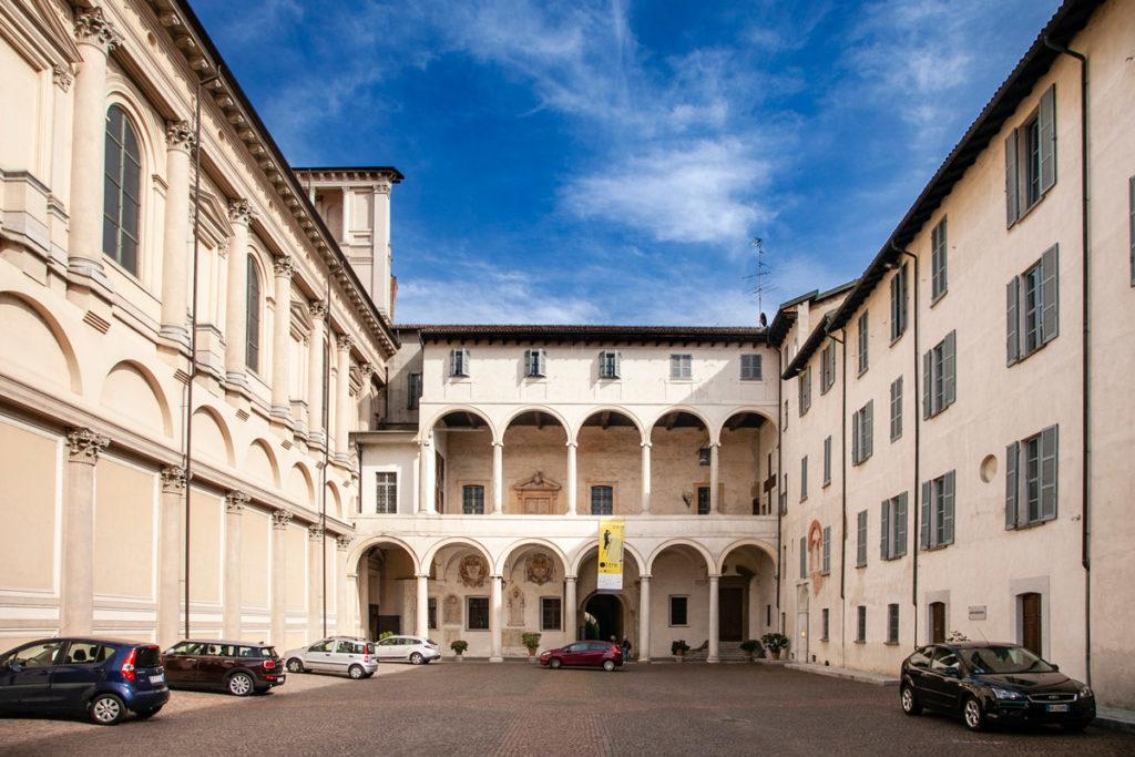 Porticati di accesso al chiostro della Canonica