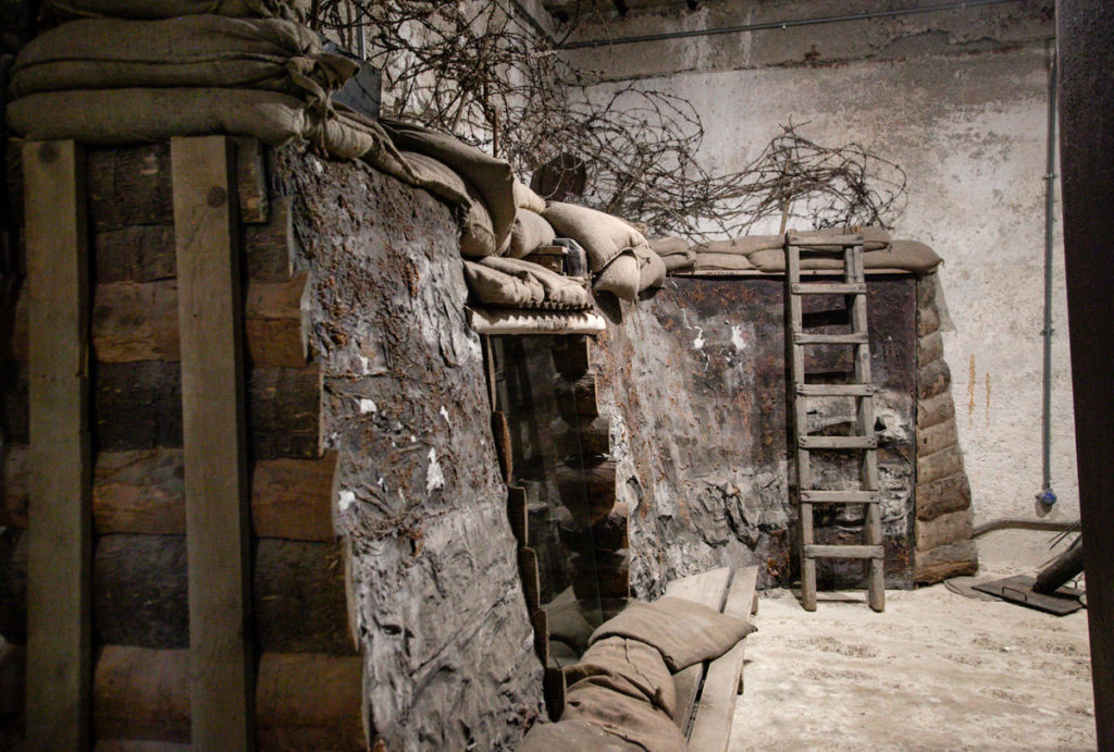 Sala deposito materiali del Genio - Allestimento della trincea