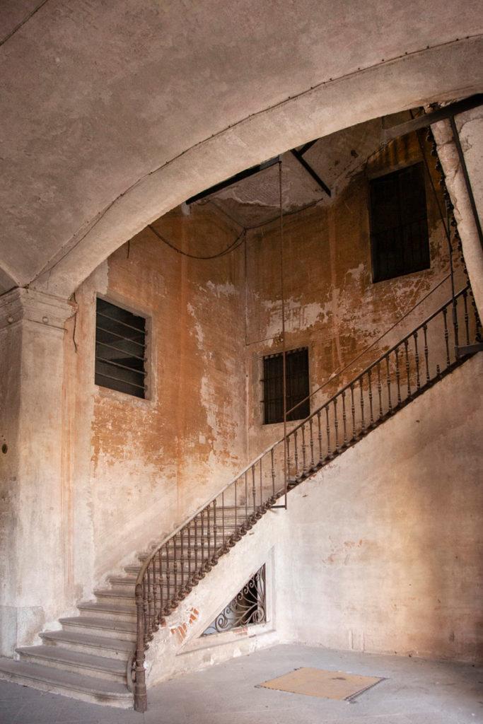 Scalinata interna di Casa Bossi - Novara