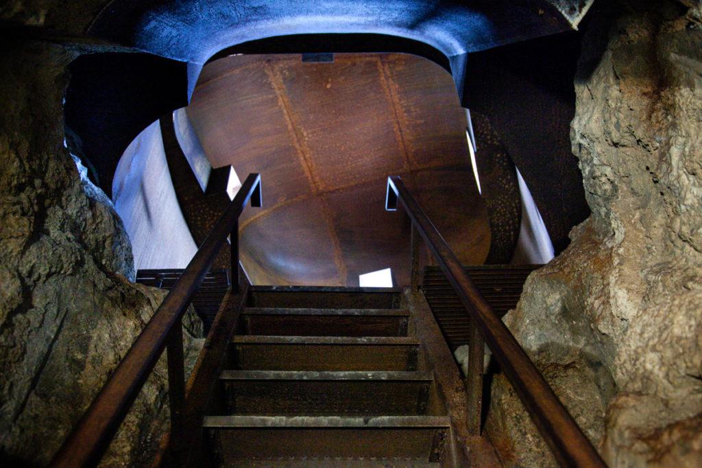 Scalinata verso gli Obici - Punti di attacco con cupole direzionabili del Forte Belvedere Gschwent