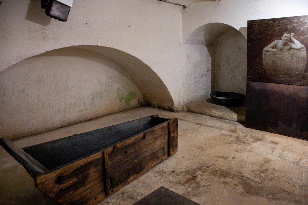 Stanza da Bagno con vasca in legno - Forte Belvedere Gschwent