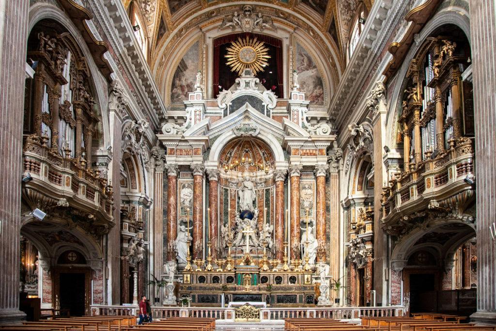 Altare della chiesa del Gesù Nuovo a Napoli - Centro Storico