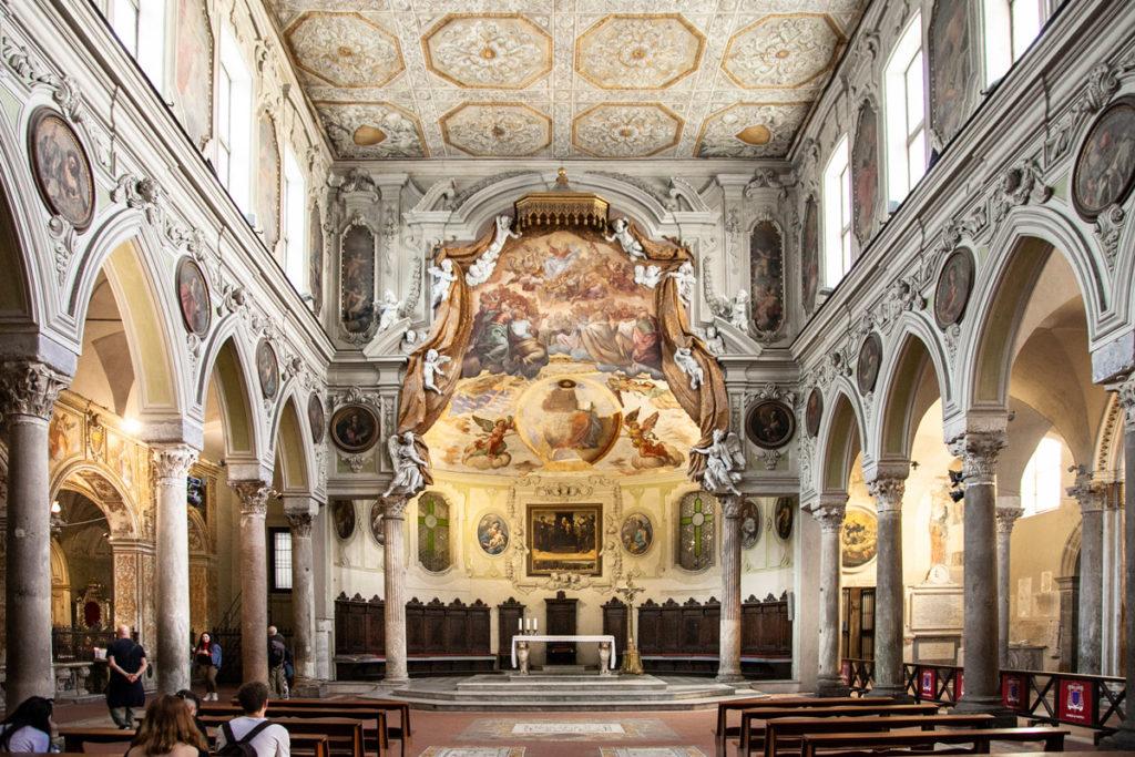 Altare nella basilica di Santa Restituita - Chiesa dentro al duomo di Napoli