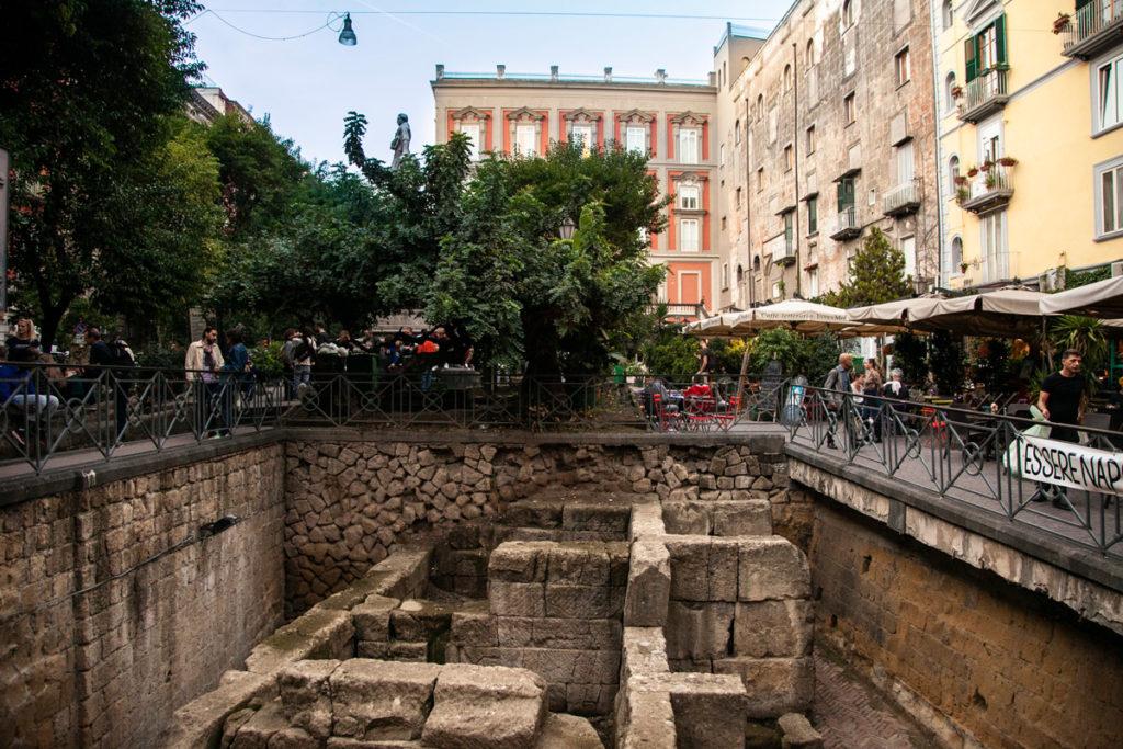 Antiche Mura Greche in Piazza Bellini a Napoli