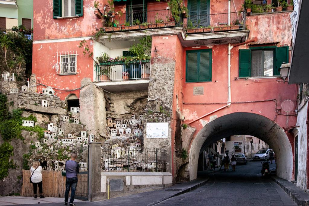 Arco della Faenza e Presepe - Amalfi
