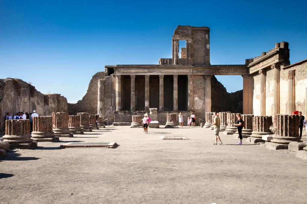 Basilica di Pompei sul foro