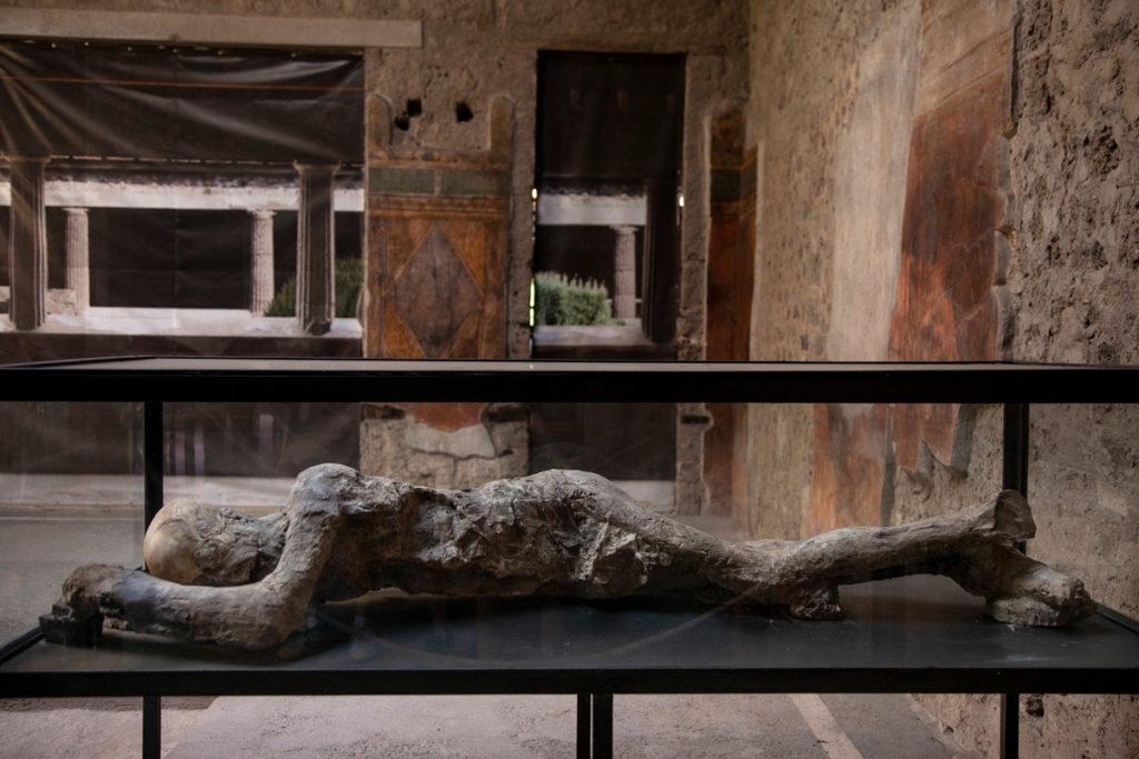 Calchi di corpi deceduti durante eruzione di Pompei