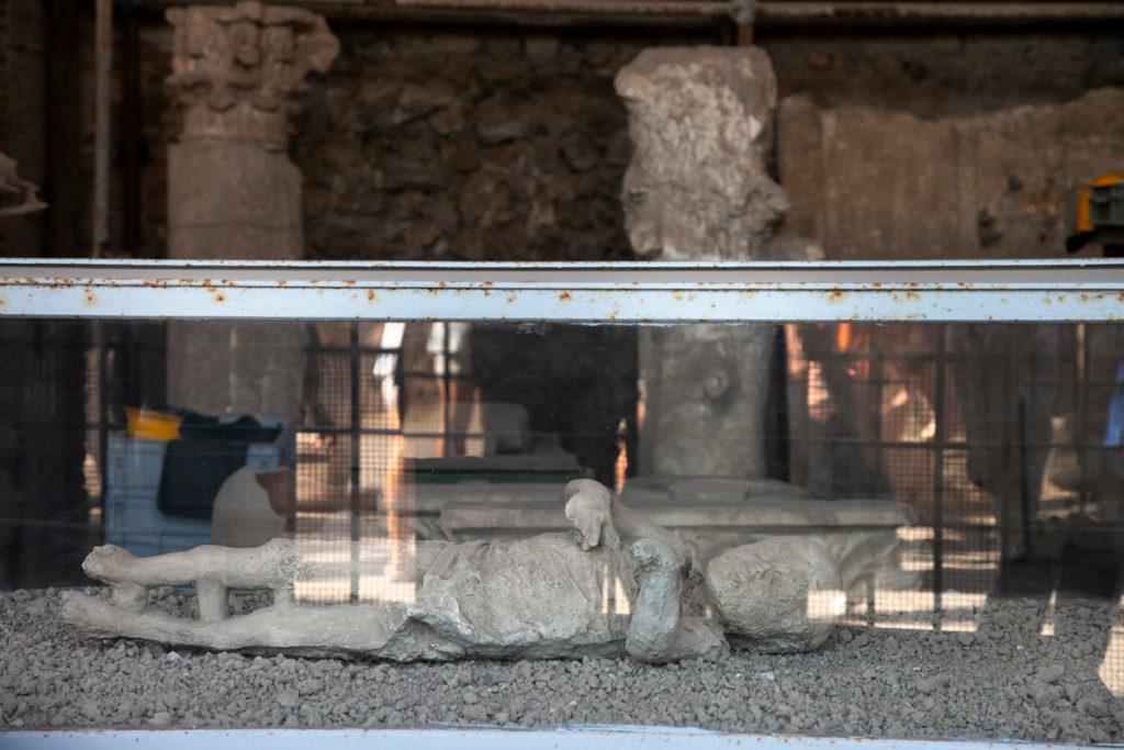 Calco di un bambino nei Granai del Foro di Pompei