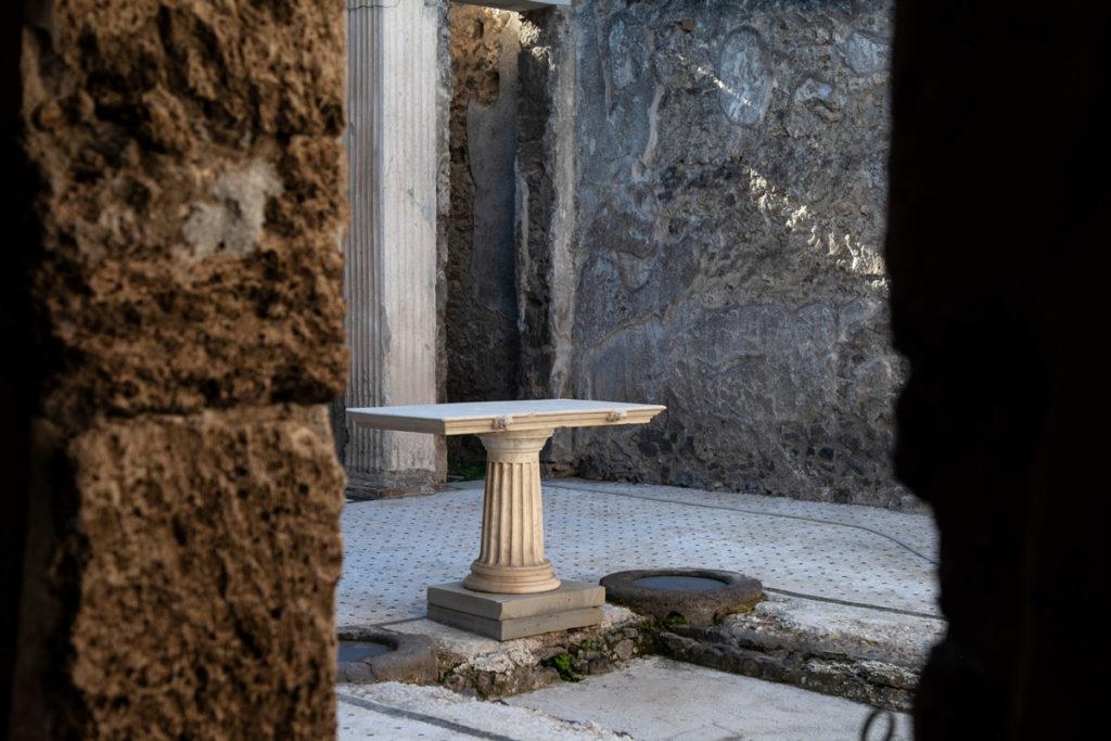 Casa del frutteto tavolo in marmo
