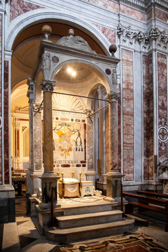 Cattedra Episcopale nella cattedrale dei Santi Filippo e Giacomo