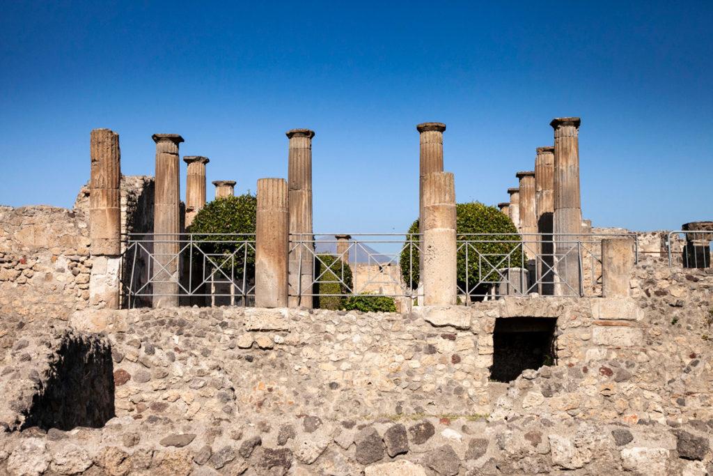 Colonne del tempio di Iside - Pompei