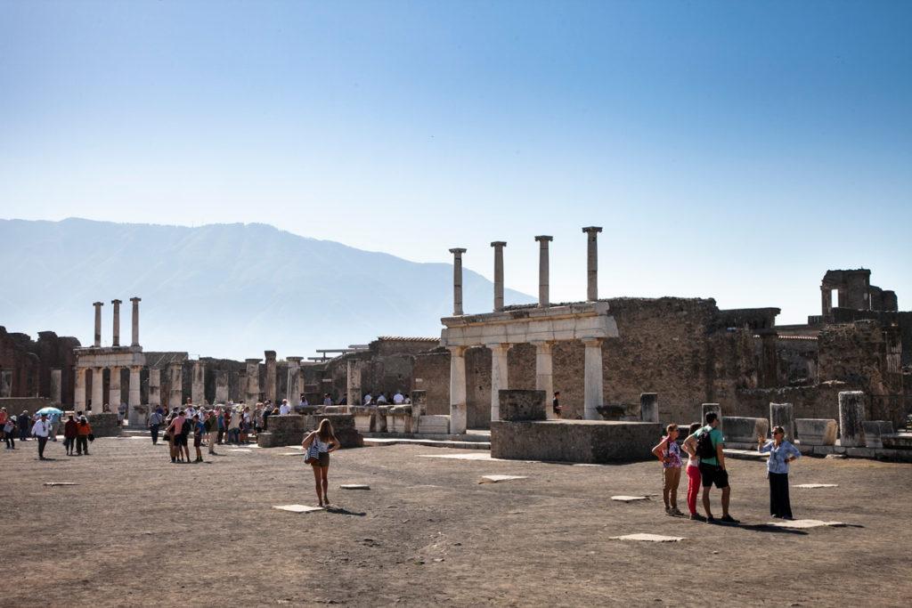 Colonne dentro al foro cittadino di Pompei