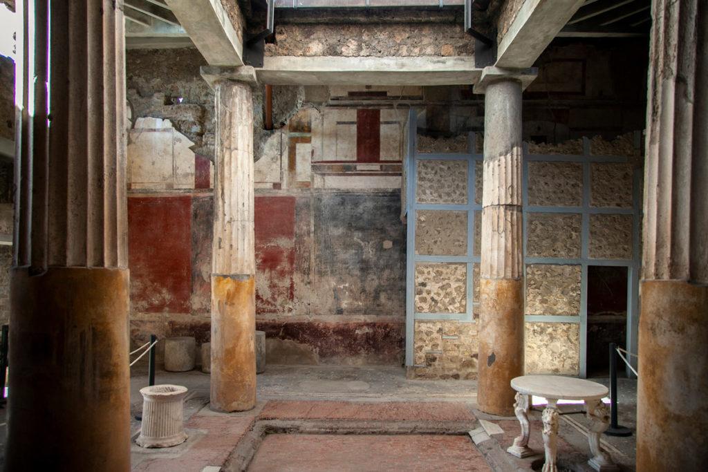 Colonne e cortile interno della Casa del Menandro a Pompei