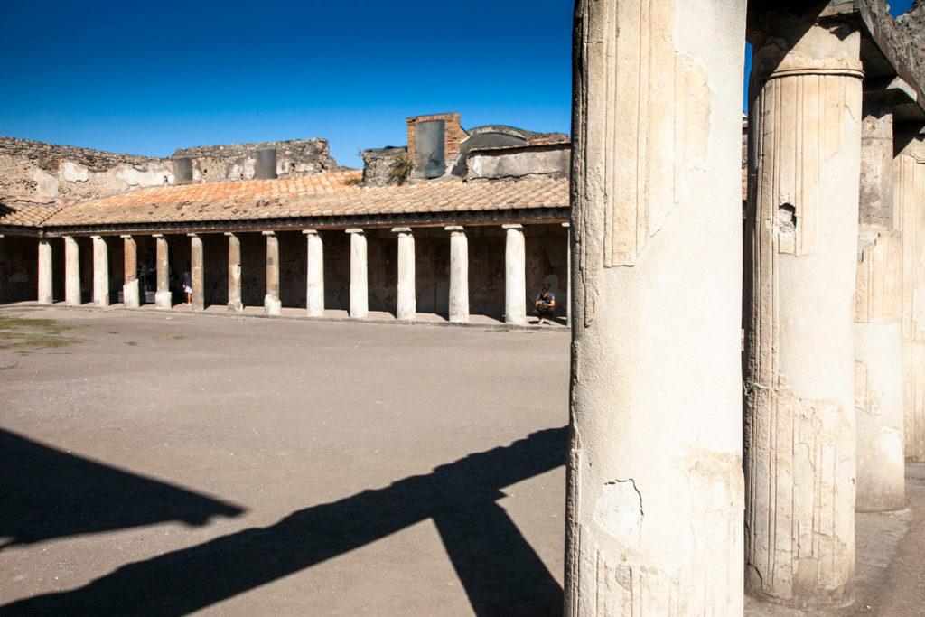 Colonne e porticato delle Terme Stabiane di Pompei