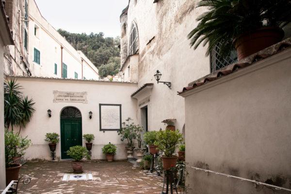 Cortile della chiesa della Santa Maria dell'Addolorata