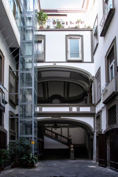 Cortile interno del Palazzo Miranda o Medici di Ottajano