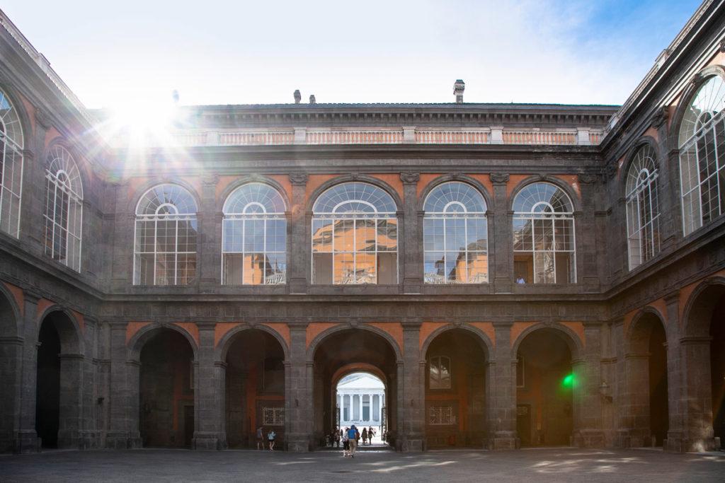 Cortile interno del Palazzo Reale di Napoli
