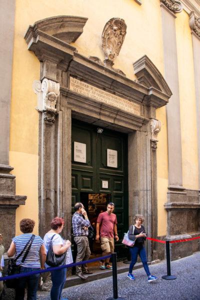 Entrata alla cappella di Sansevero con il Cristo Velato a Napoli