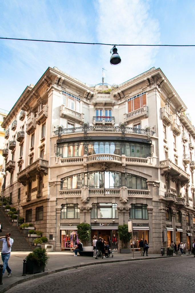 Facciata del Palazzo Mannajuolo - Quartiere Chiaia di Napoli
