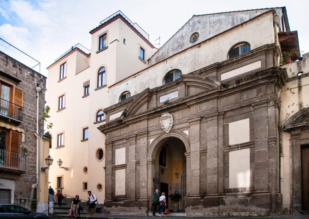 Facciata della Chiesa della Santissima Annunziata a Sorrento