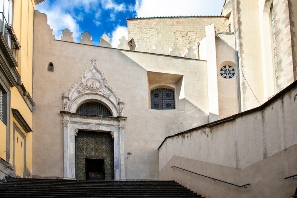 Facciata della chiesa di San Domenico Maggiore - Cosa vedere a Napoli