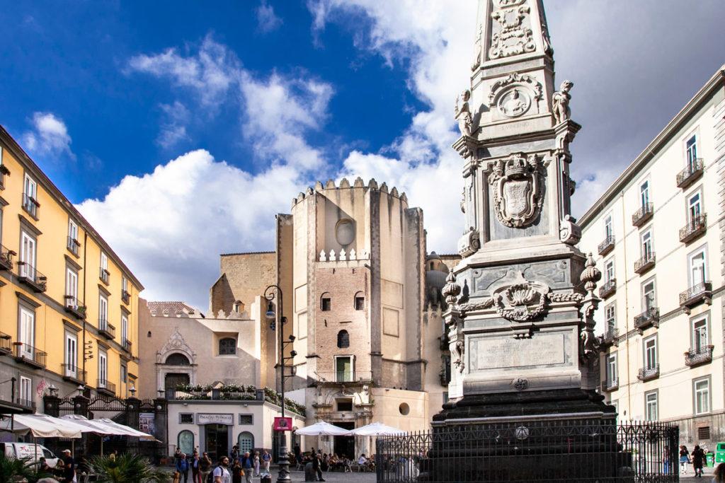Facciata della chiesa e guglia di San Domenico Maggiore