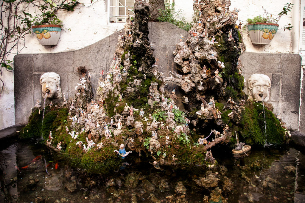 Fontana Capa e Ciuccio - Fontana con Presepe ad Amalfi