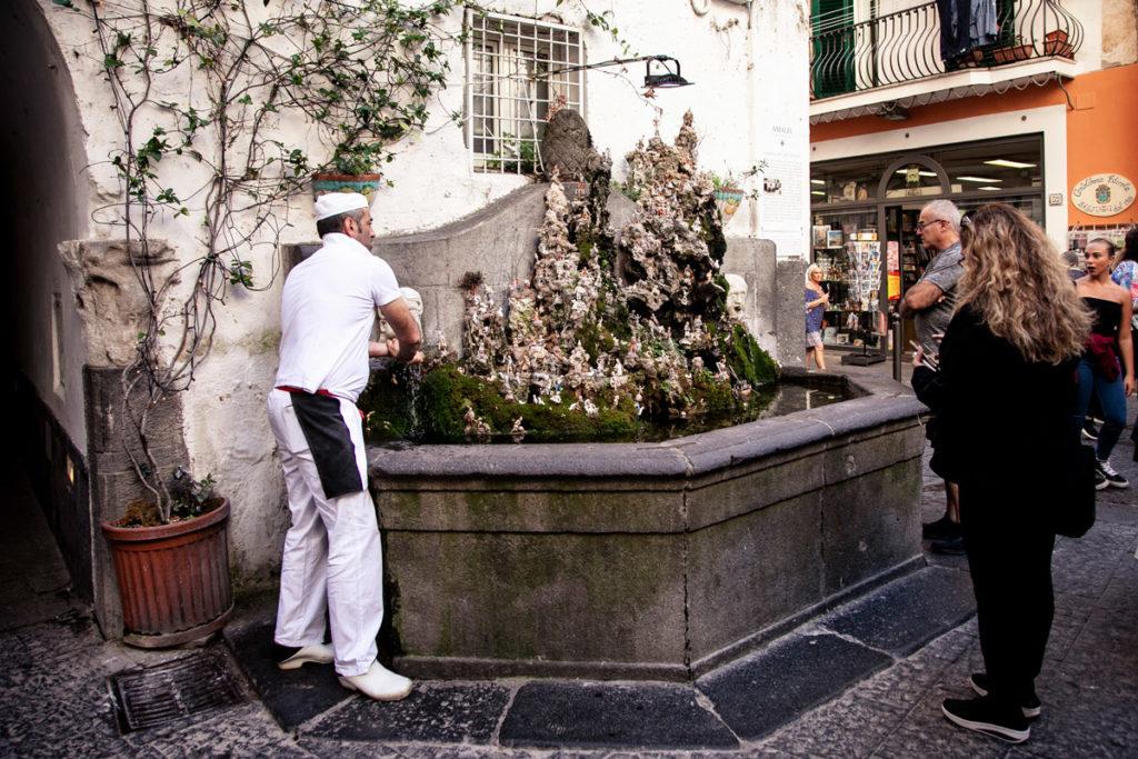 Fontana di piazza Santo Spirito ad Amalfi - Fontana con Presepe