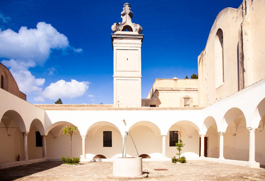 Il chiostro piccolo della Certosa di Capri