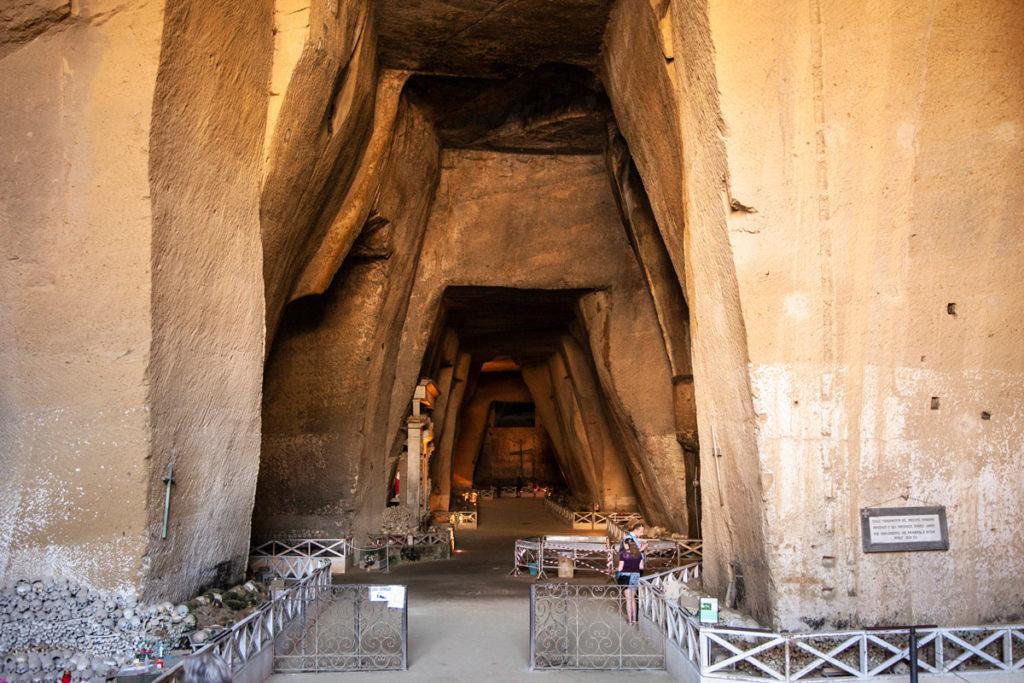 Ingresso al Cimitero delle Fontanelle - Rione Sanità a Napoli