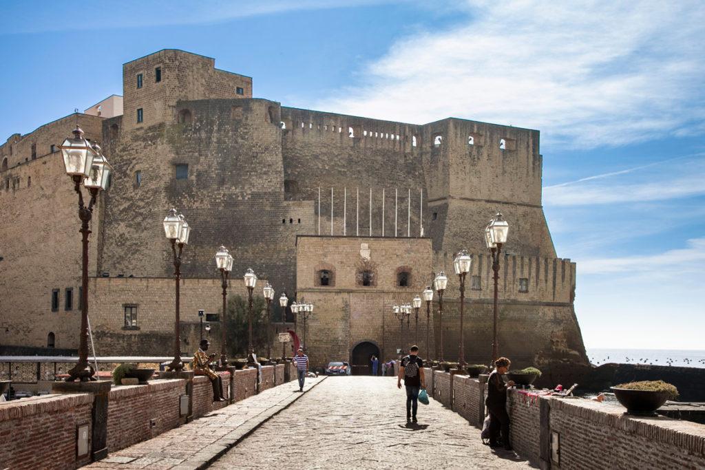 Ingresso all'isola di Castel dell'Ovo