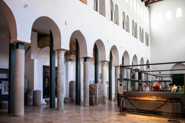 Interni della Basilica del Crocifisso - Antica chiesa del Duomo di Amalfi