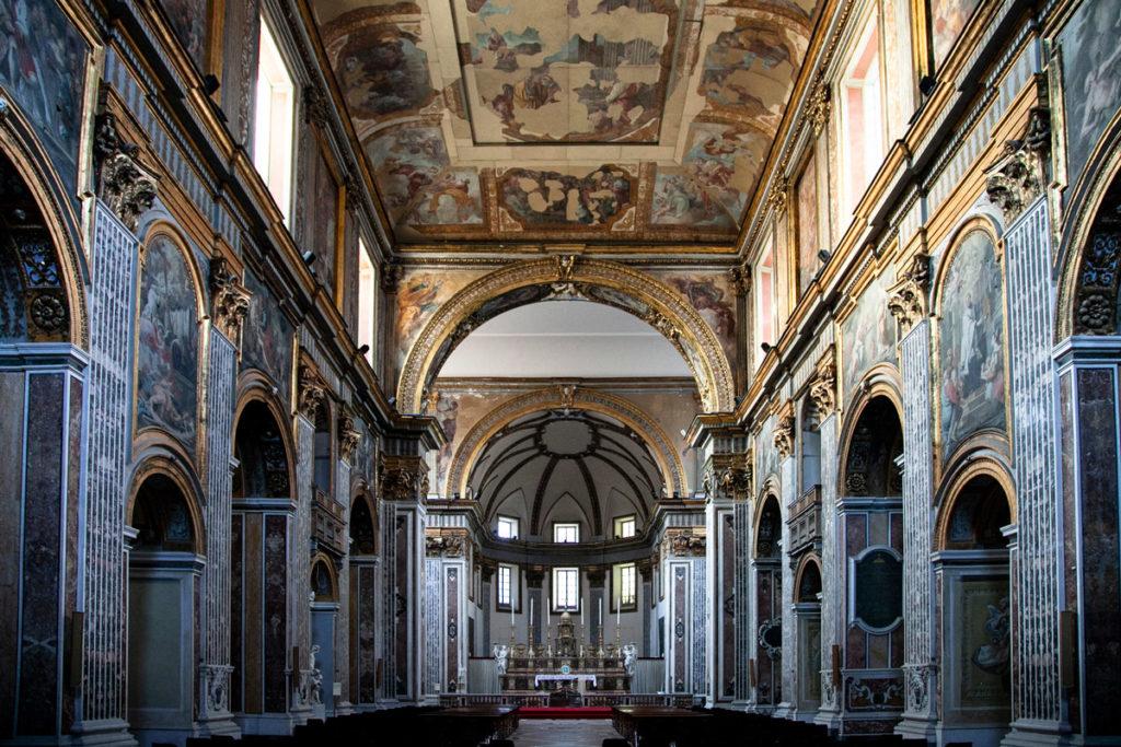 Interni della Basilica di San Paolo Maggiore a Napoli